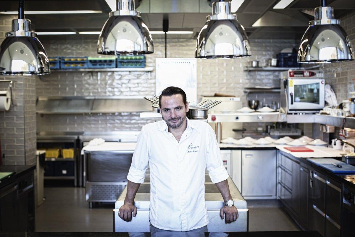 Hans Neuner en la cocina del restaurante Ocean