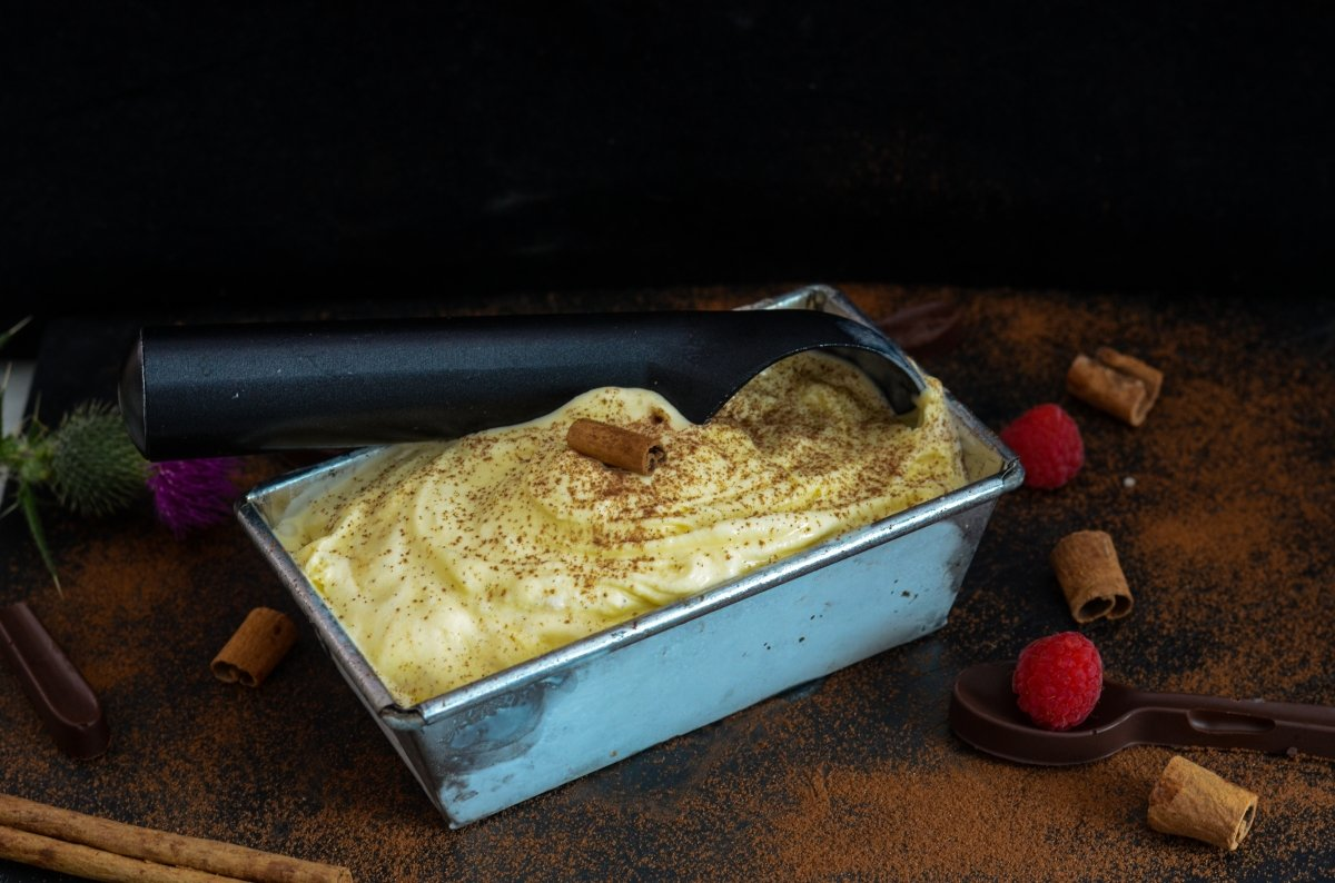 Helado de canela en el molde