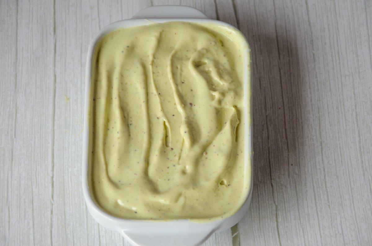 Helado en el molde recién sacado del congelador