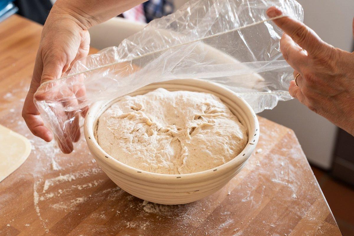 Hogaza de masa madre en segunda fermentación