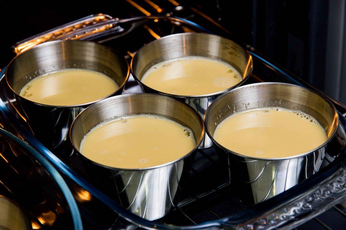 Hornear flanes de dulce de leche