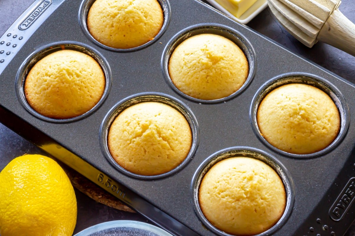 Hornear los bizcochitos de limón