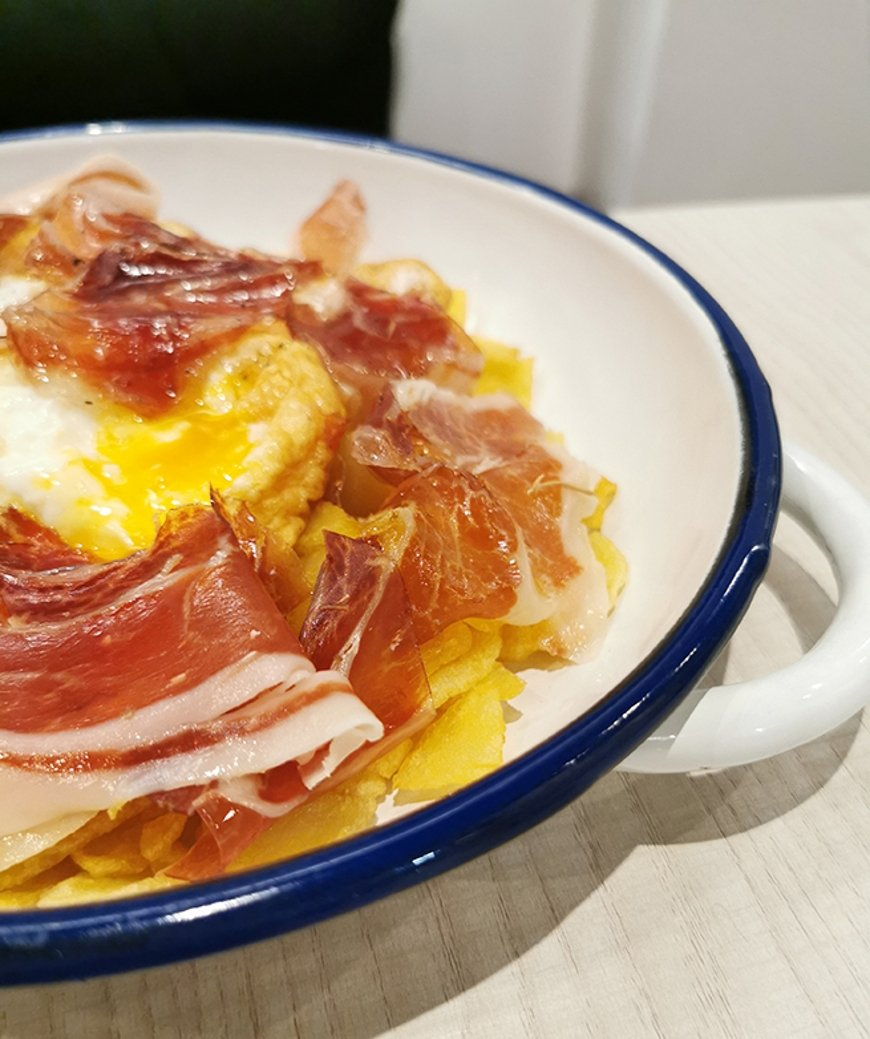 Huevos rotos con jamón de A Huevo