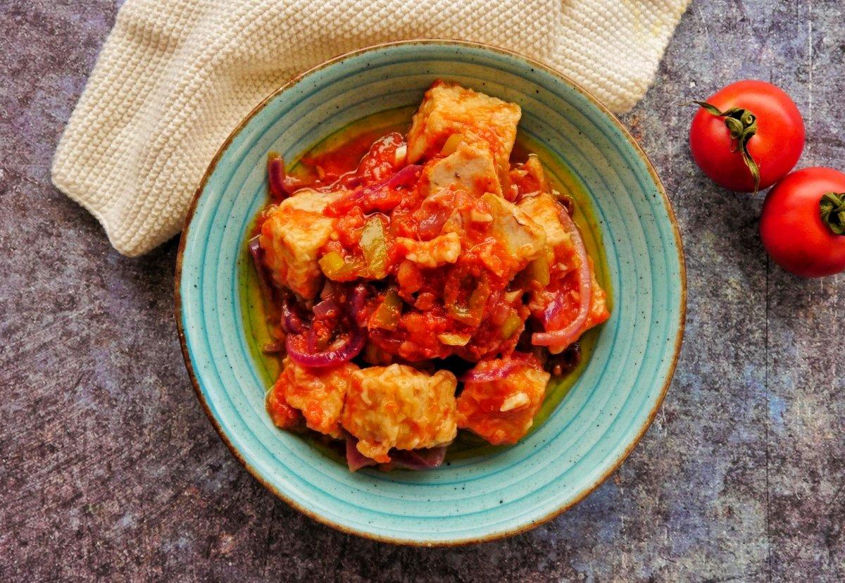 Imagen del atún con tomate