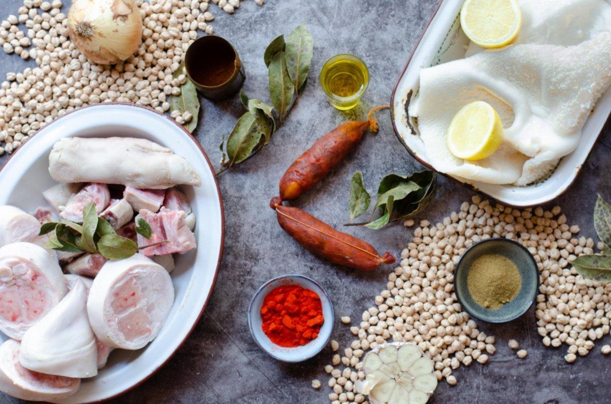 Ingredientes de callos con garbanzos a la gallega