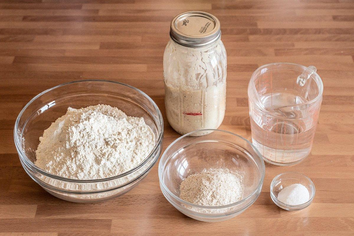 ingredientes de hogaza de pan de masa madre