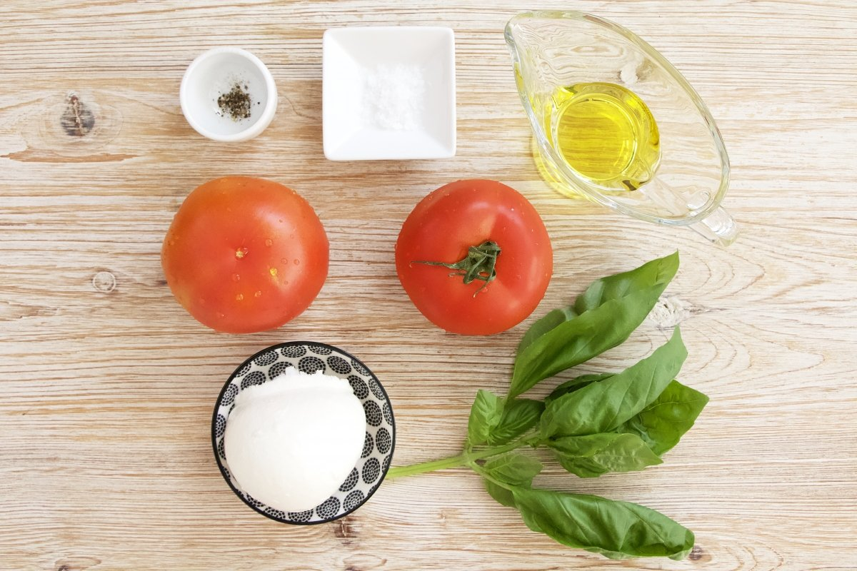 Ingredientes de la ensalada caprese