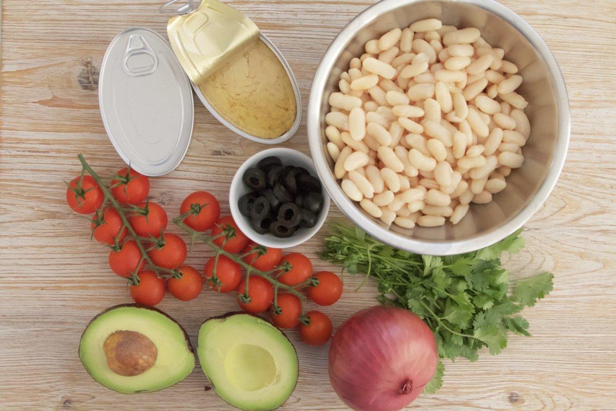 Ingredientes de la ensalada de alubias