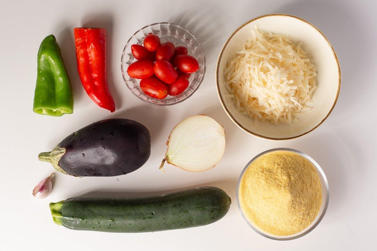 Ingredientes de la polenta con verduras y queso