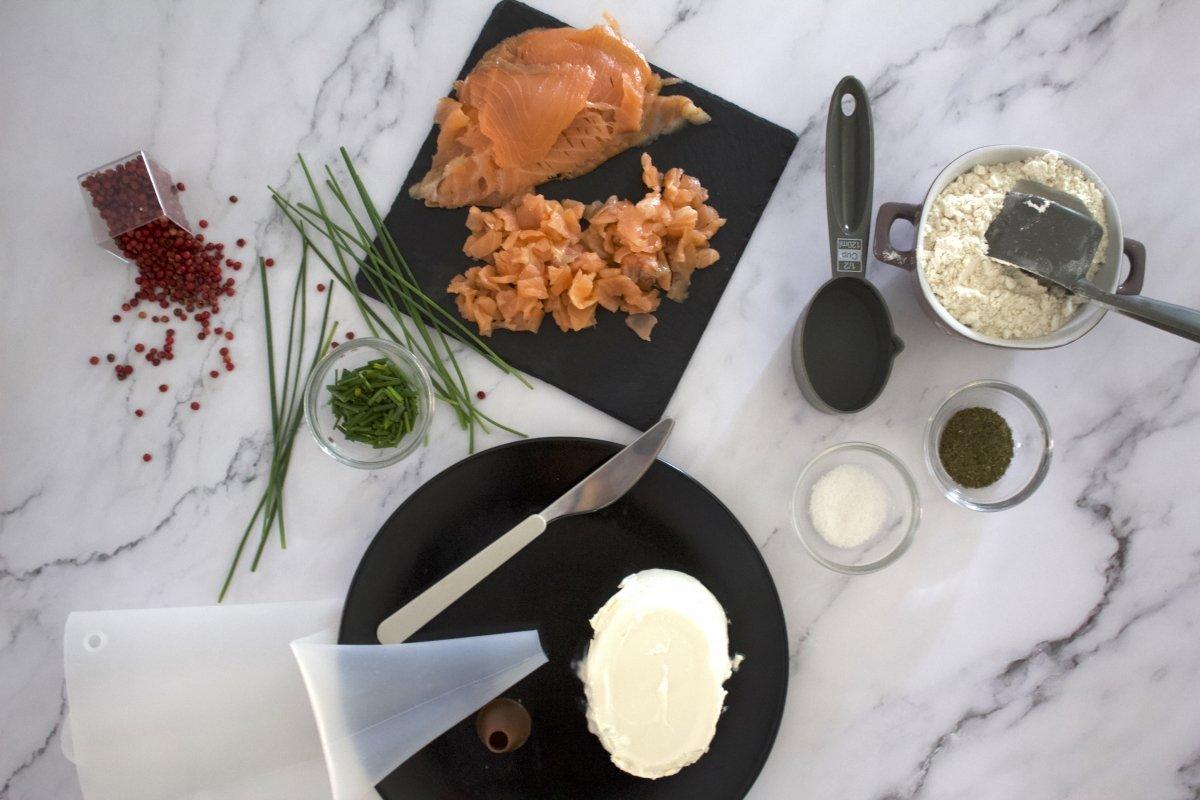 Ingredientes de la tosta de salmón con queso