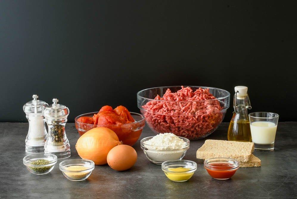Ingredientes de las albóndigas en salsa de tomate