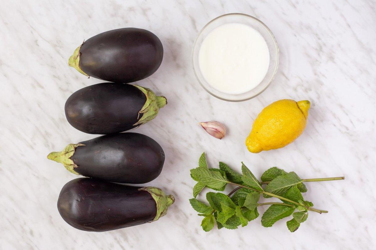 Ingredientes de las berenjenas asadas con yogur