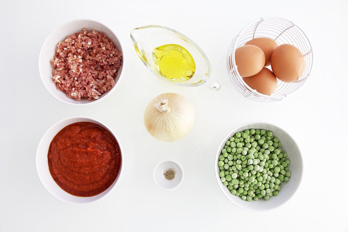 Ingredientes de los huevos al plato