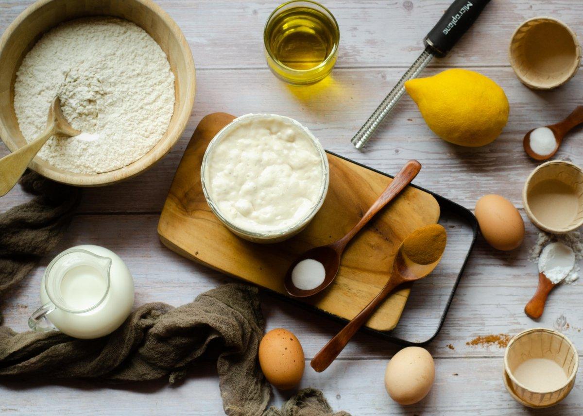 Ingredientes de magdalenas con masa madre