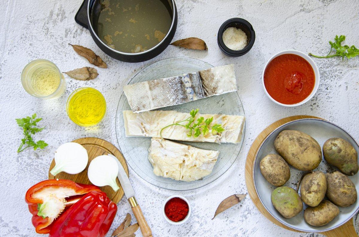 Ingredientes de patatas guisadas con bacalao
