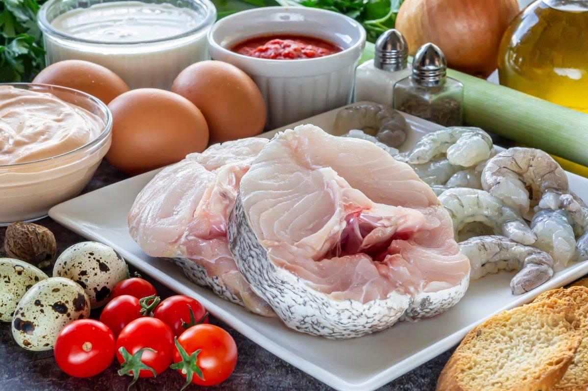 Ingredientes del pastel de merluza y gambas