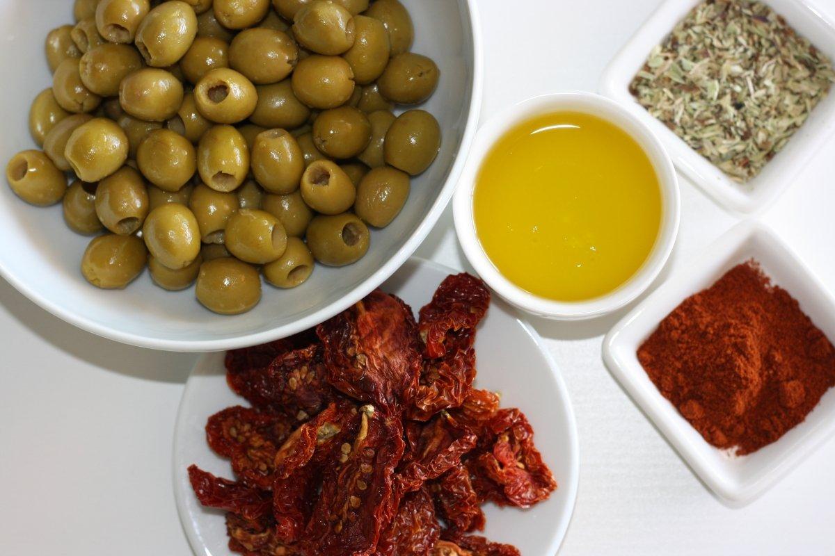 Ingredientes del paté de aceitunas y tomates secos