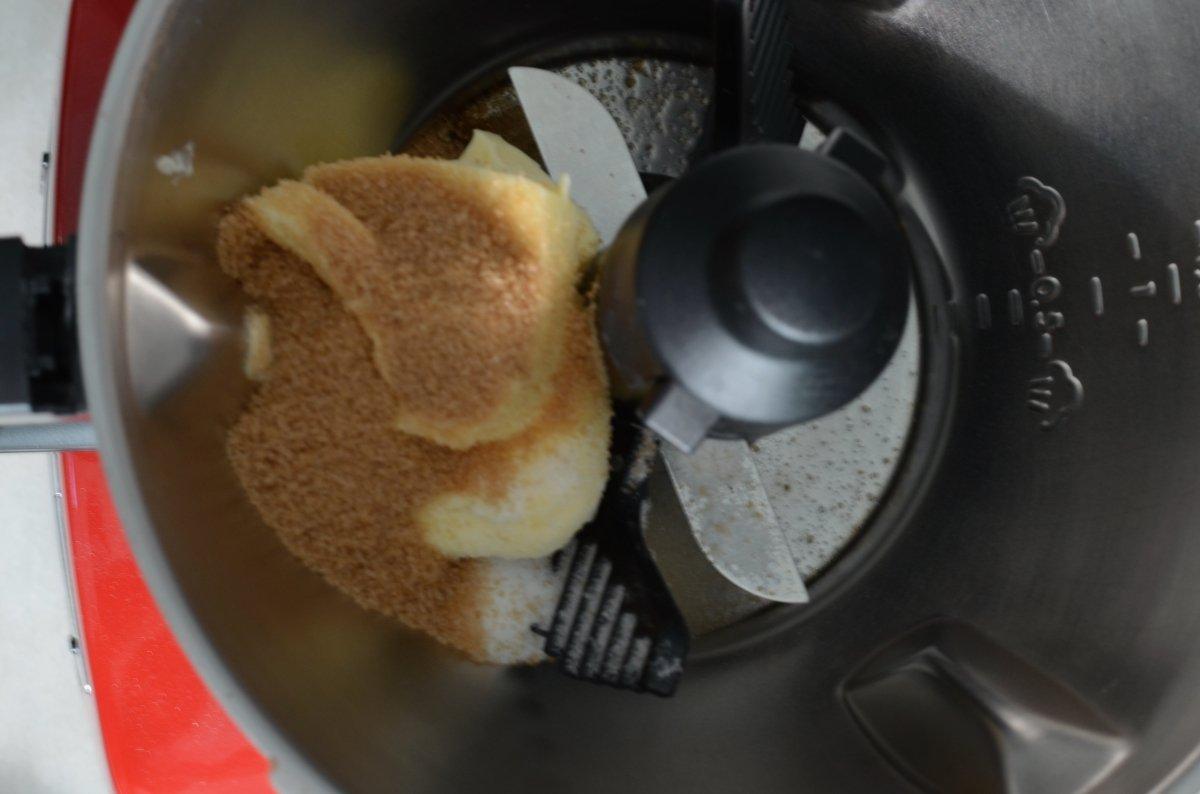 Ingredientes en el procesador para hacer las galletas