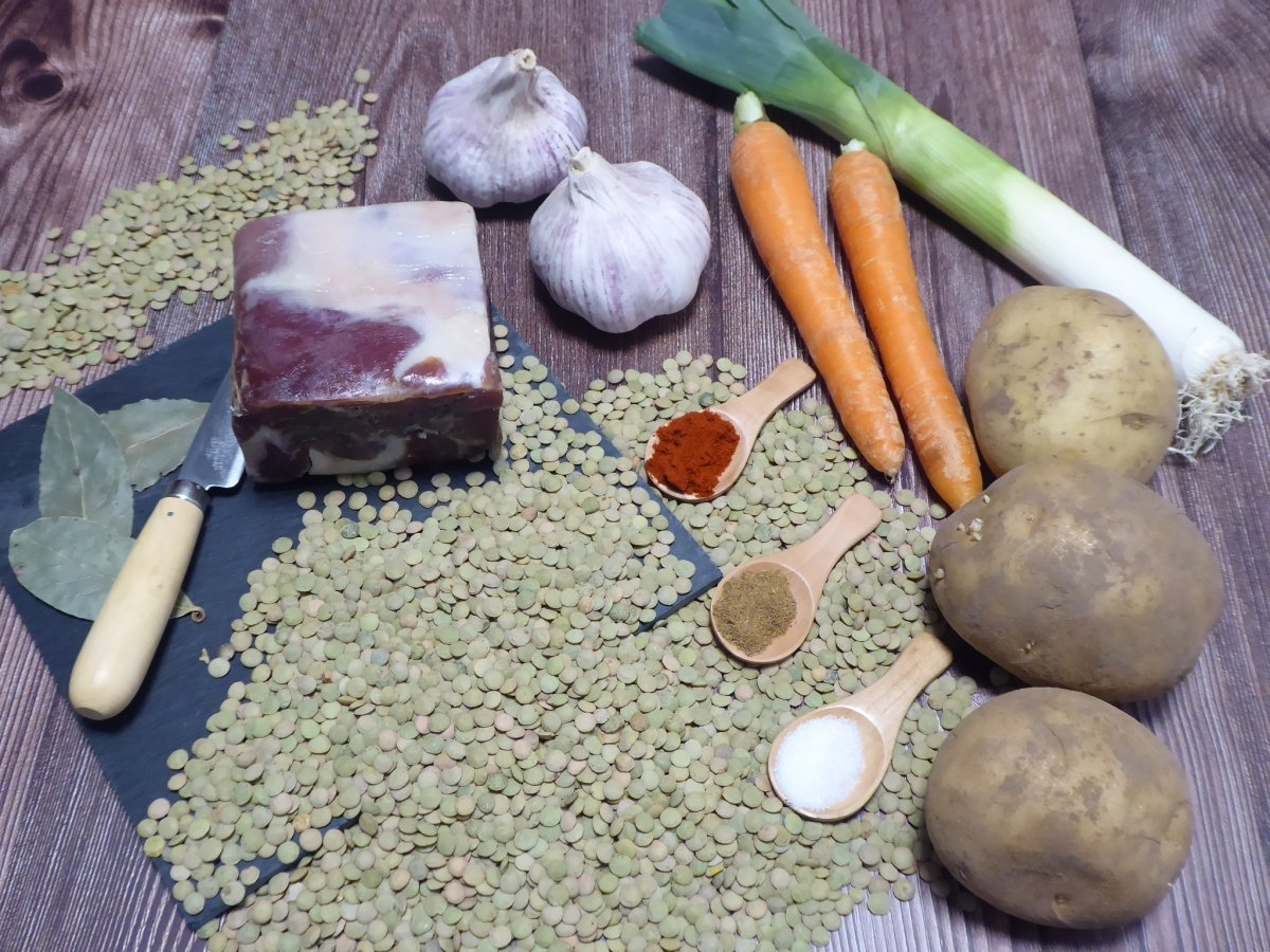 Ingredientes lentejas con jamón y patatas