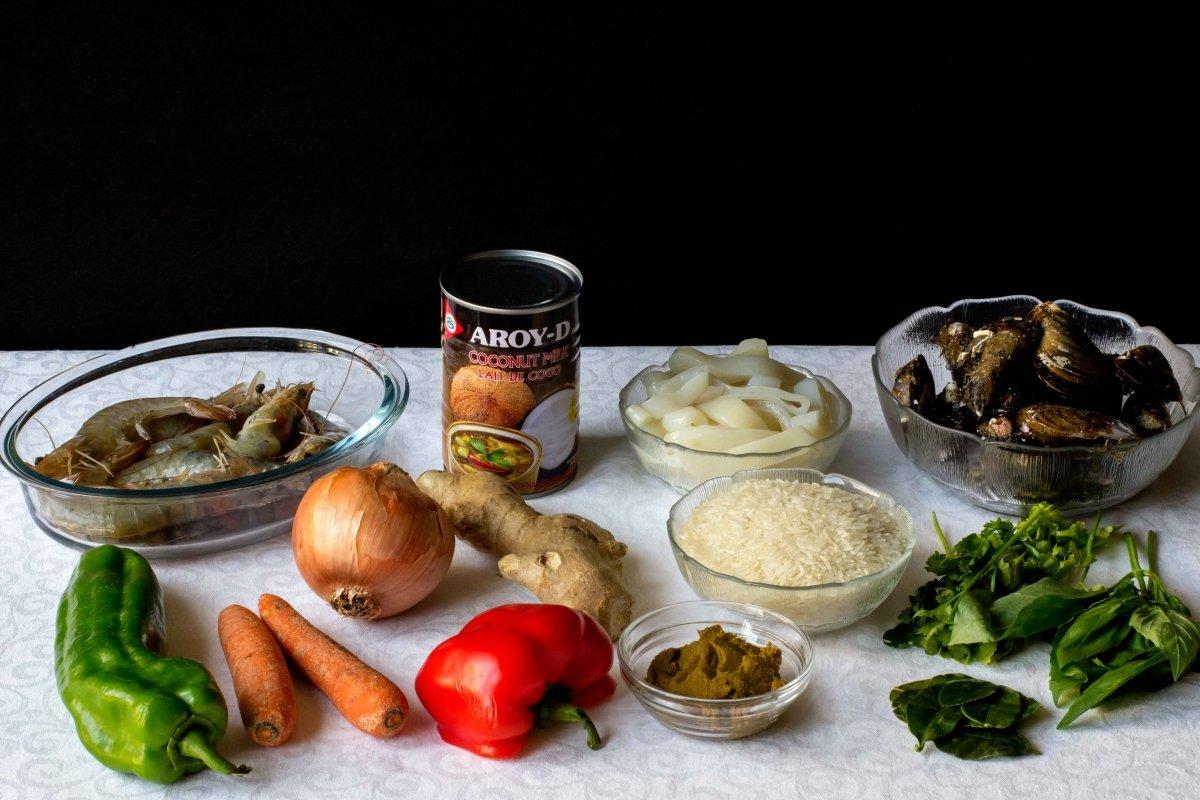 Ingredientes necesarios para hacer el curry verde de verduras y frutos del mar
