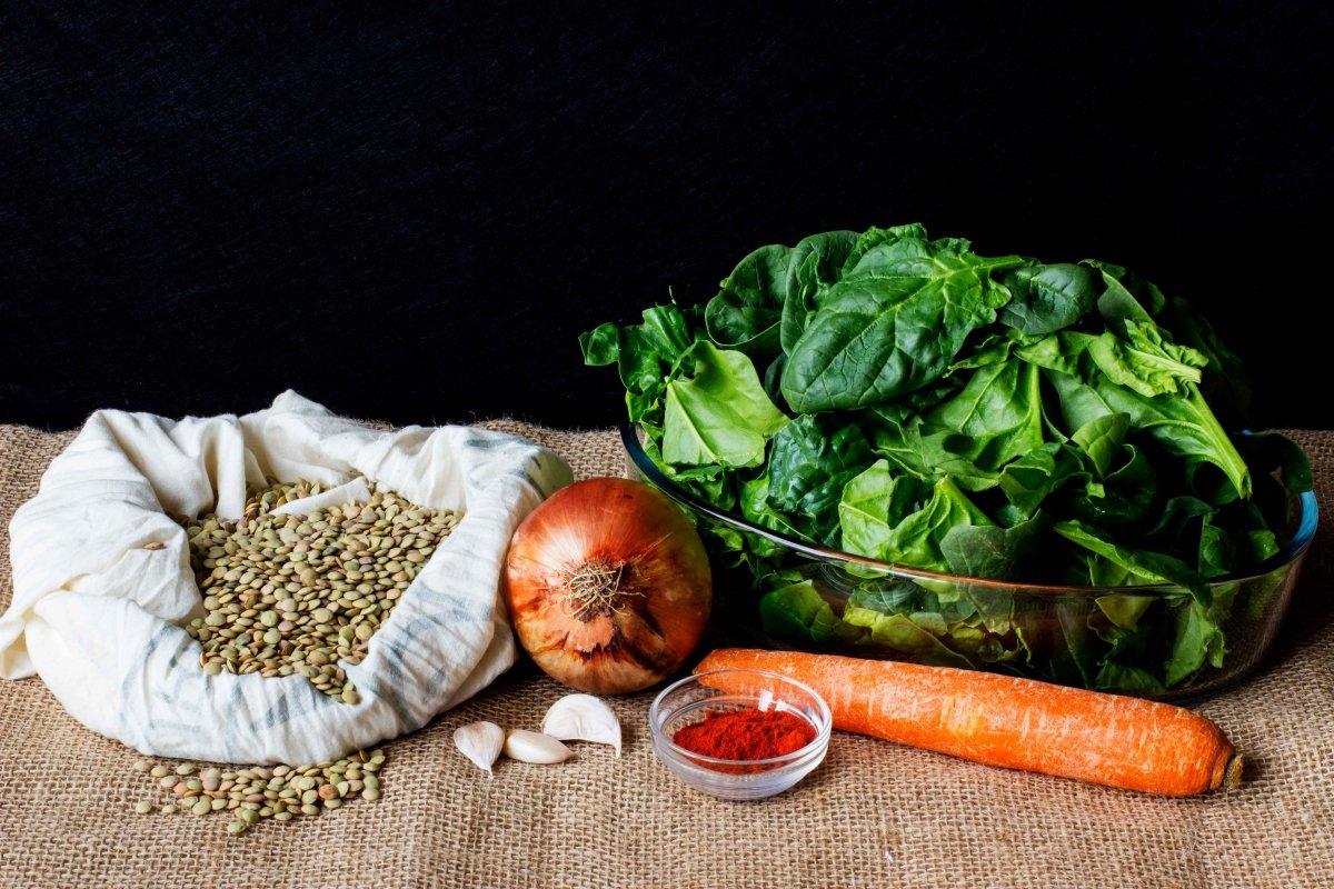 Ingredientes necesarios para hacer las lentejas con espinacas