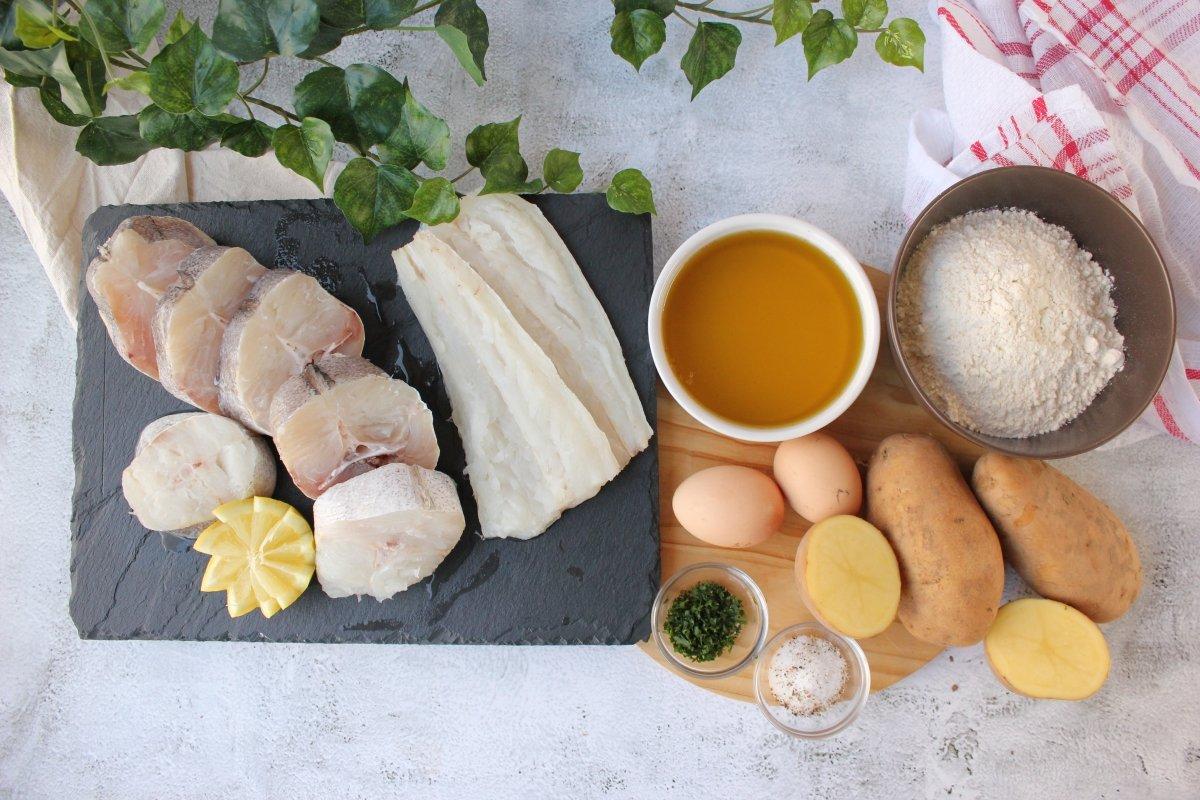 Ingredientes necesarios para la elaboración de merluza a la Romana con patatas cocidas