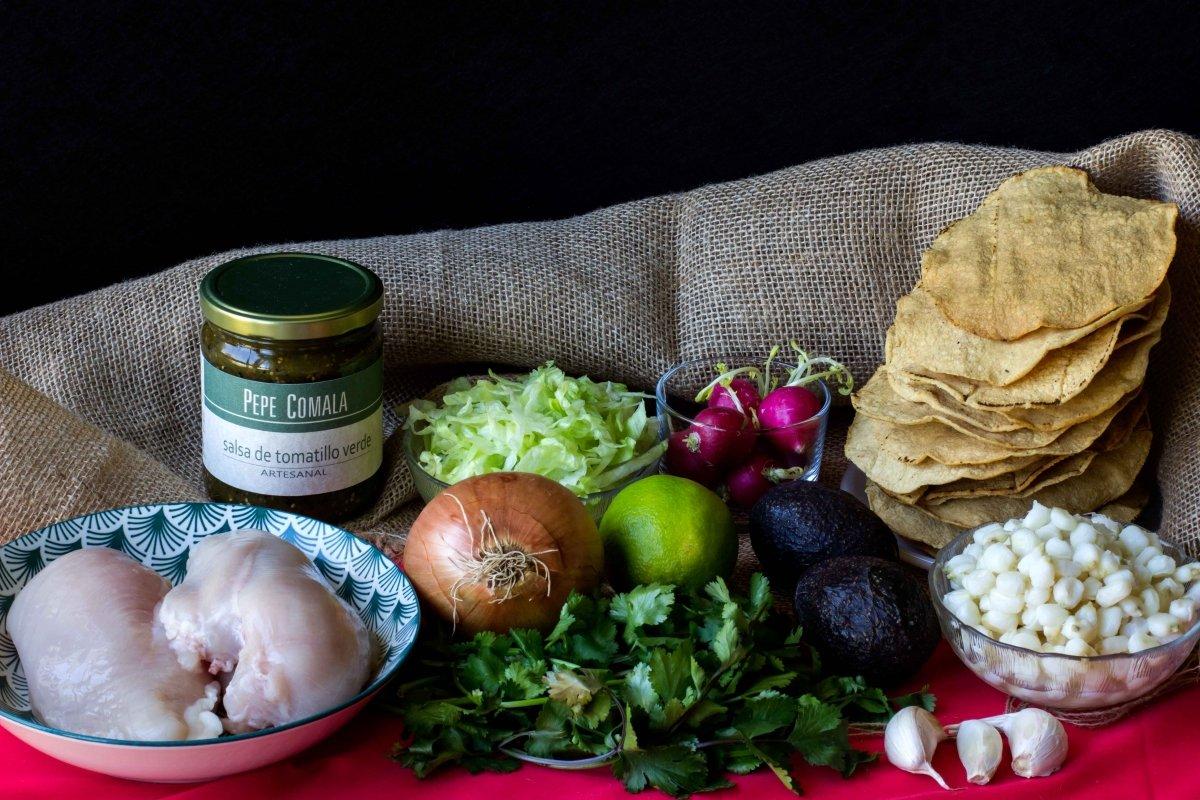 Ingredientes necesarios para preparar el pozole verde