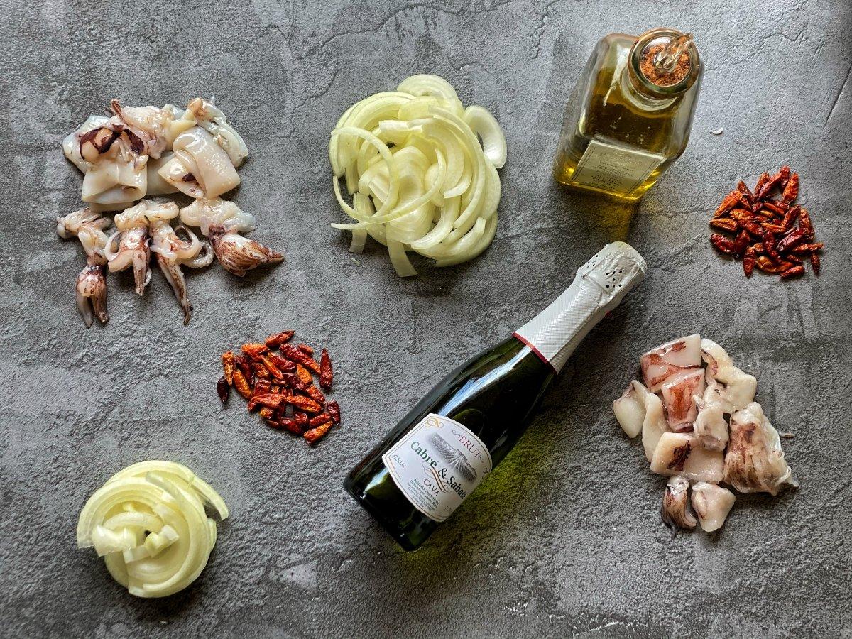 ingredientes para cocinar los calamares encebollados