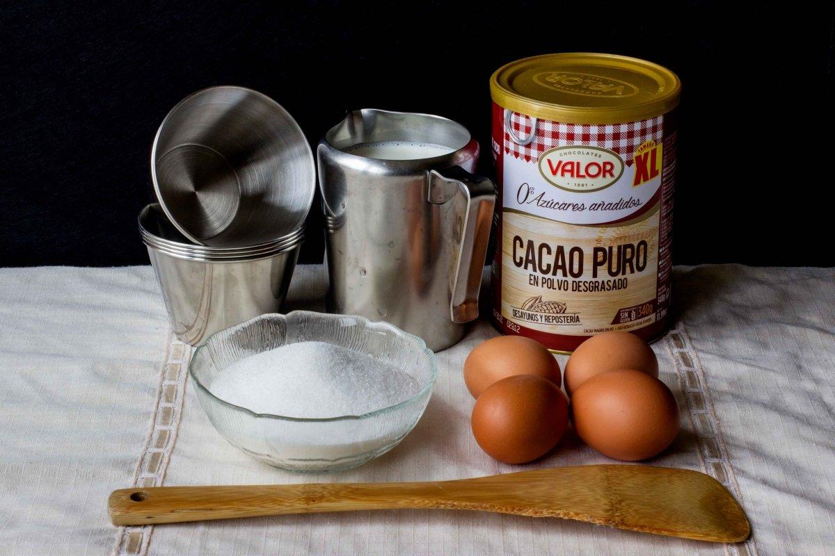 Ingredientes para el flan de chocolate