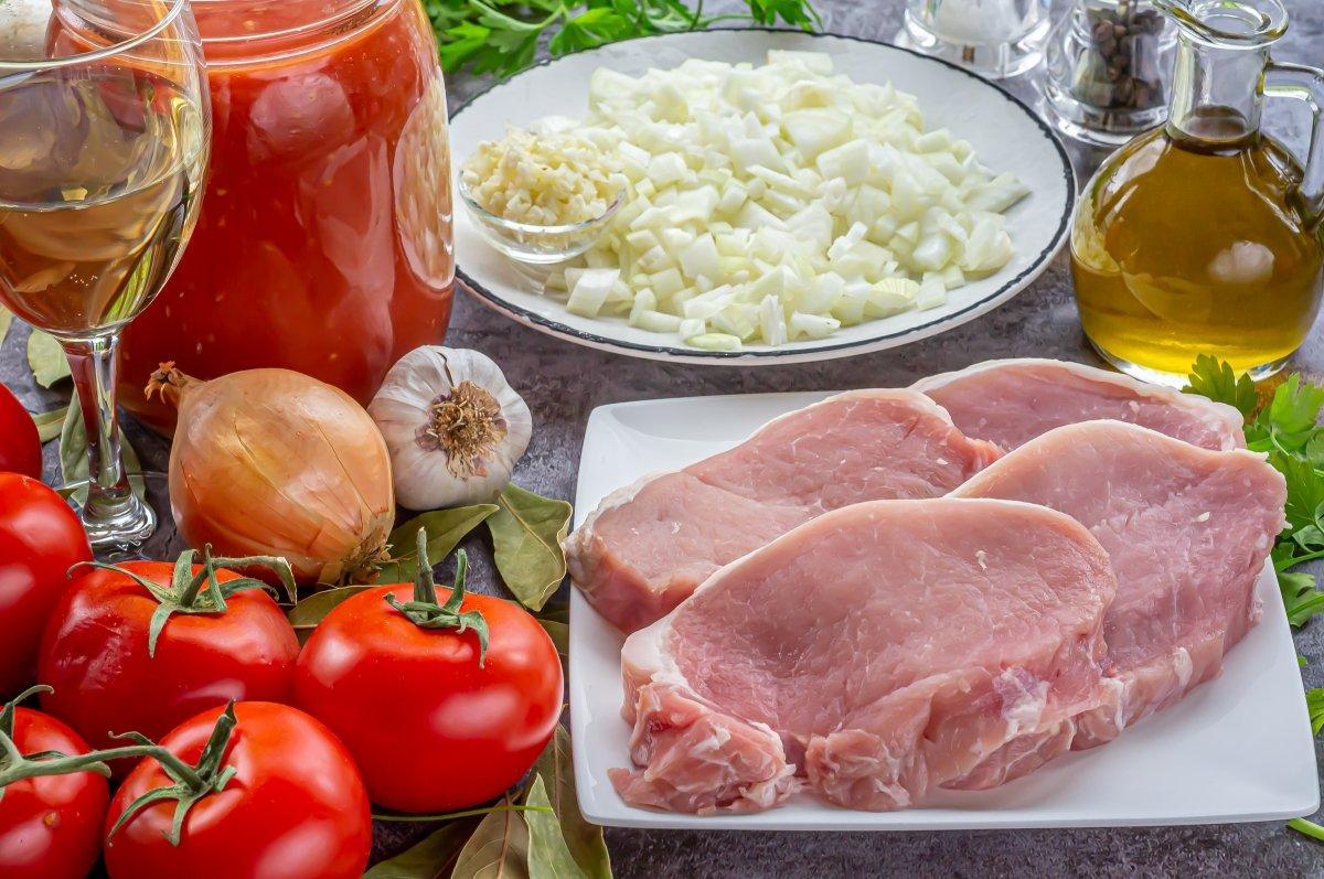 Ingredientes para el lomo en salsa de tomate