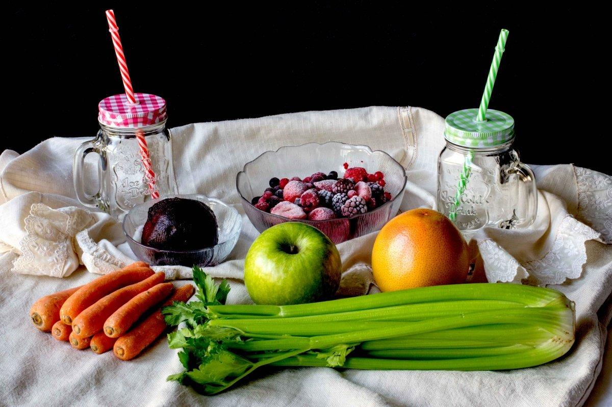 Ingredientes para el smoothy de frutas y verduras