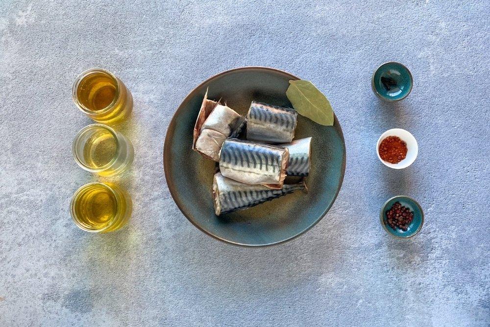 Ingredientes para elaborar caballa en escabeche