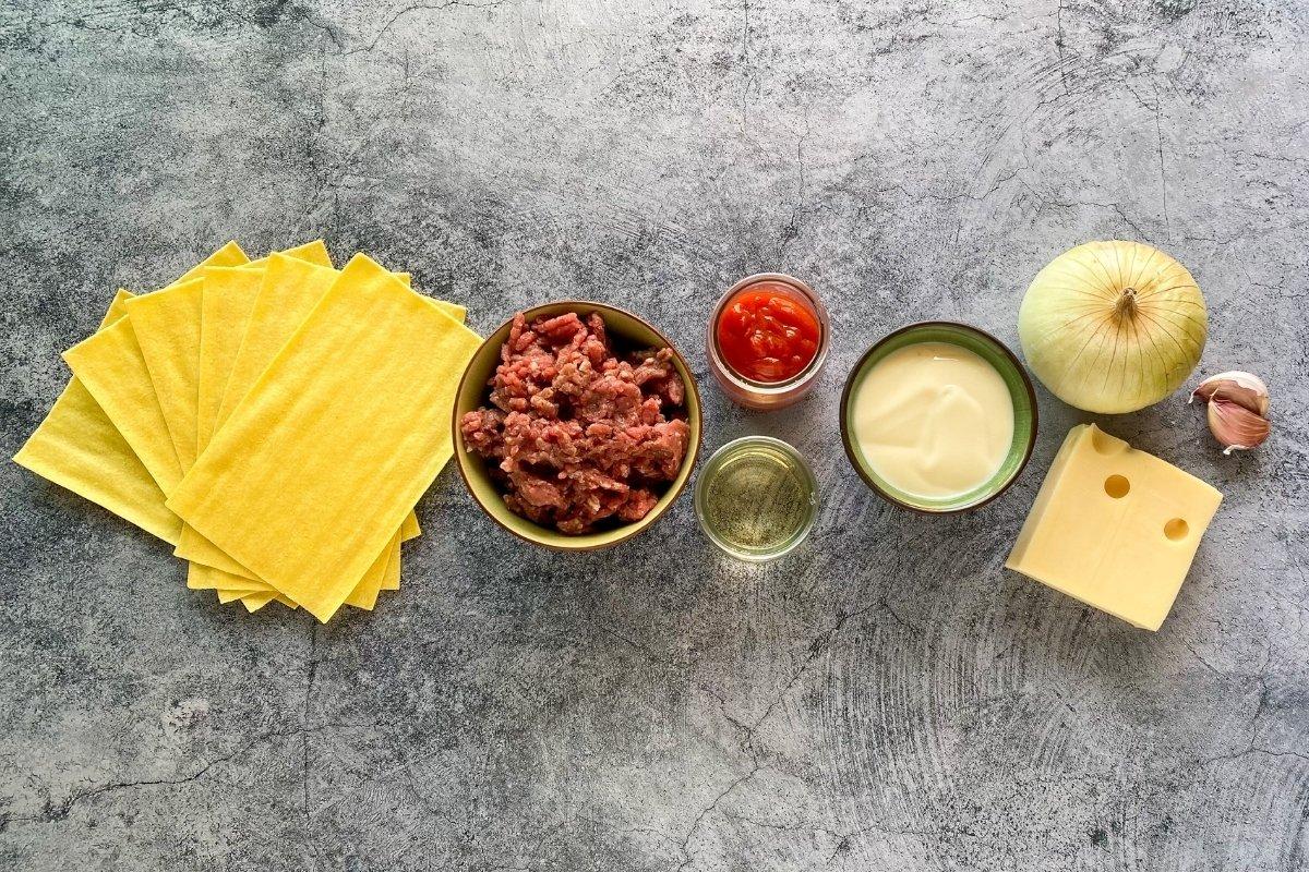 Ingredientes para elaborar canelones de carne picada y bechamel