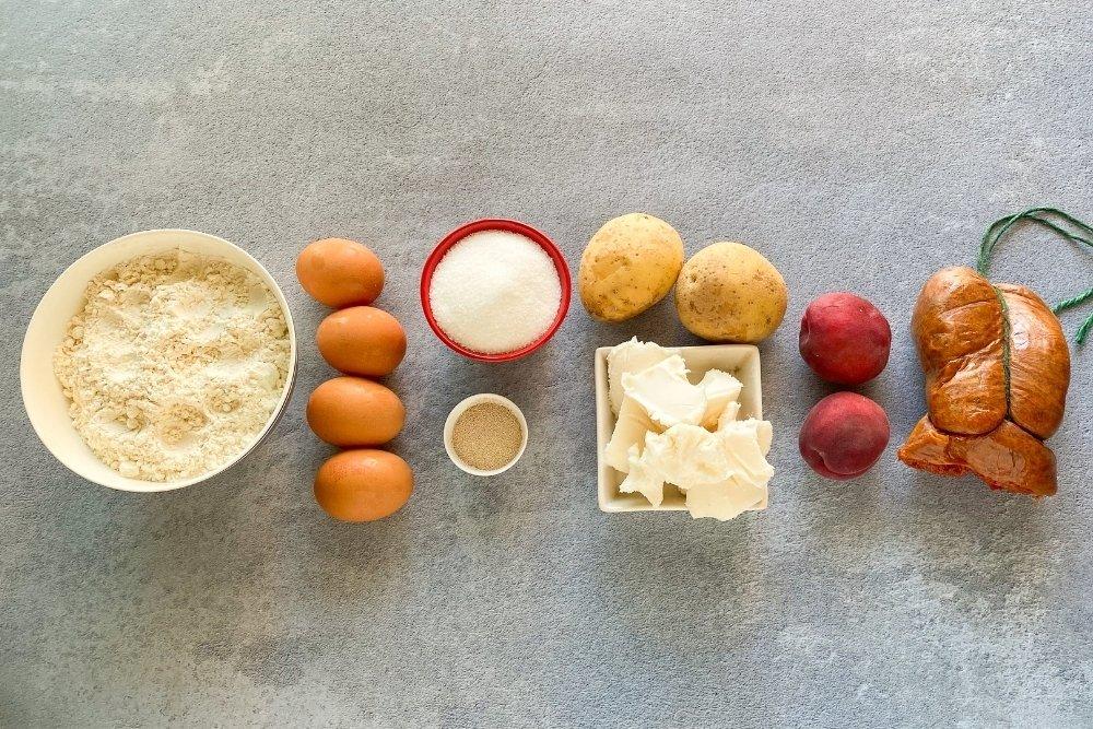 Ingredientes para elaborar coca de albaricoques y sobrasada
