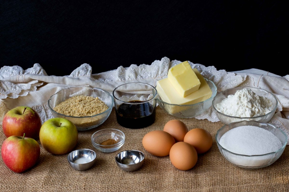 Ingredientes para elaborar el bizcocho de manzana