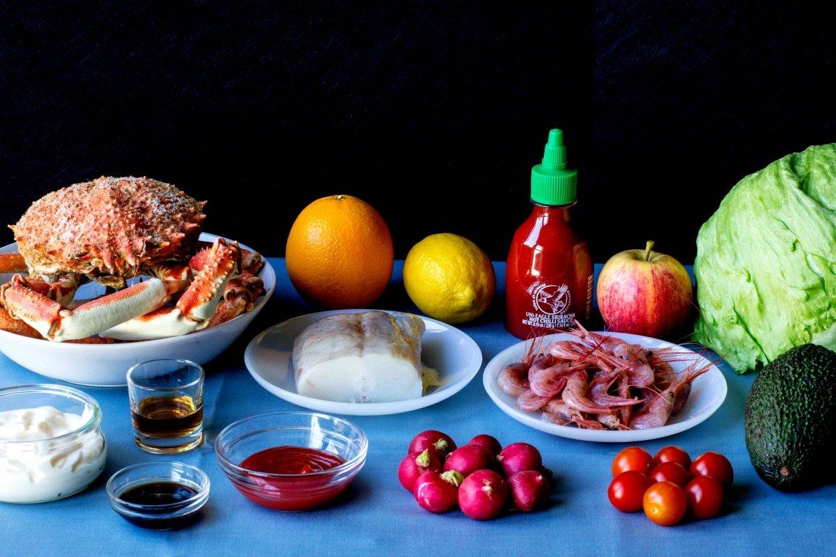 Ingredientes para elaborar el cóctel de marisco con salsa rosa