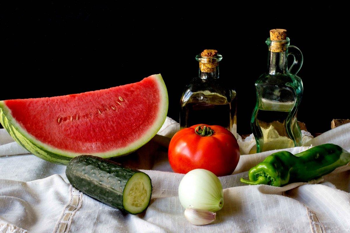 Ingredientes para elaborar el gazpacho de sandía
