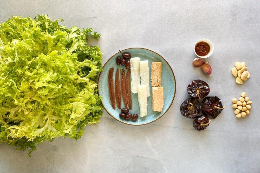 Ingredientes para elaborar ensalada Xató