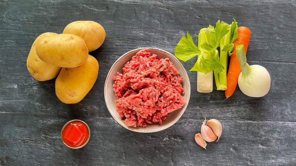 Ingredientes para elaborar patatas rellenas de carne