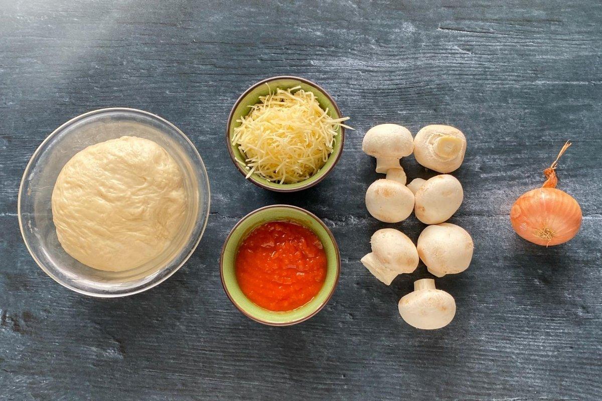 Ingredientes para elaborar pizza funghi