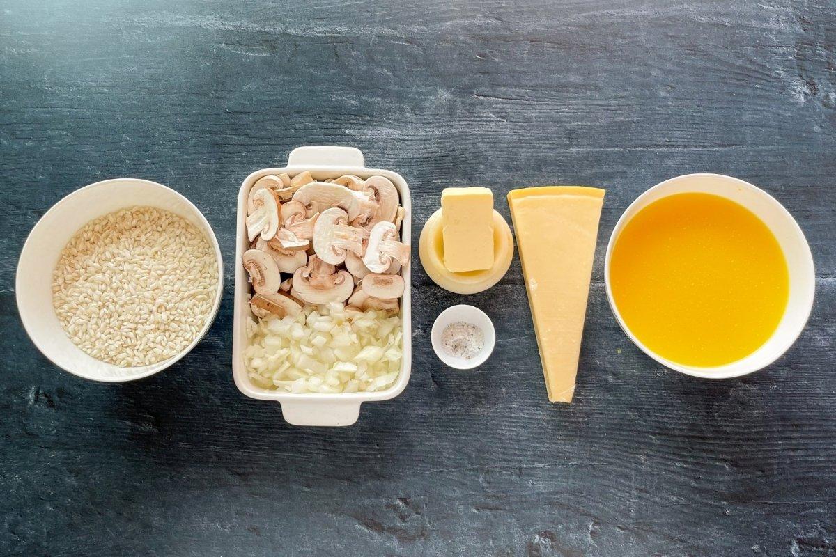 Ingredientes para elaborar risotto de champiñones *