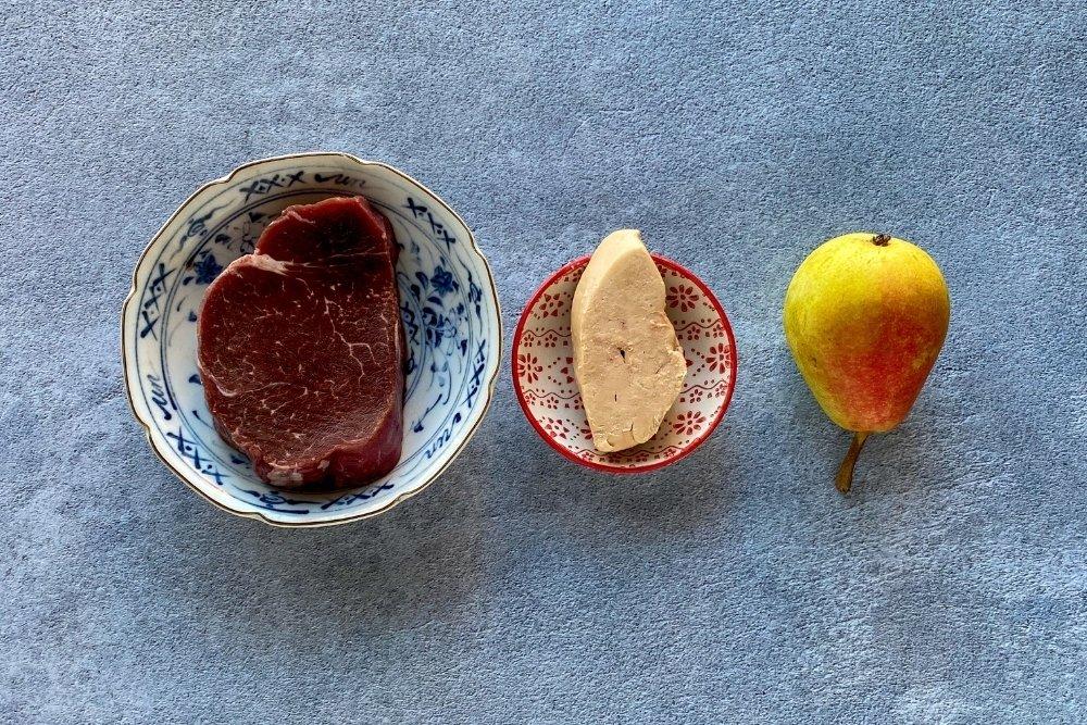 Ingredientes para elaborar solomillo con foie y peras