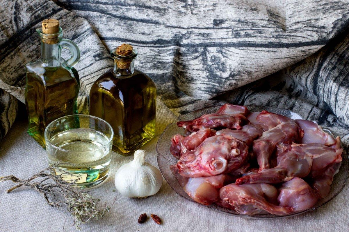 Ingredientes para hacer el conejo al ajillo