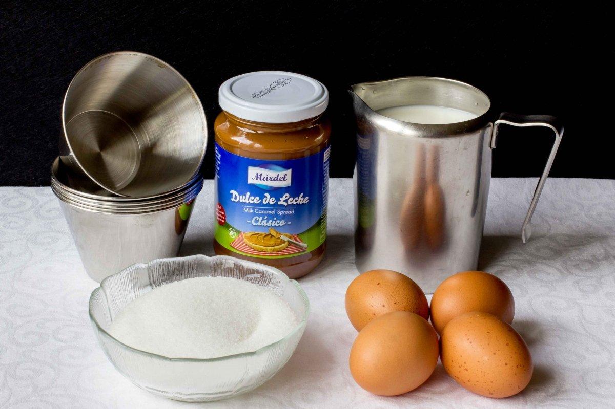 Ingredientes para hacer el flan de dulce de leche
