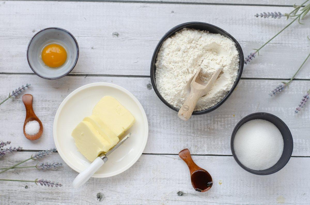 Ingredientes para hacer galletas de mantequilla danesas