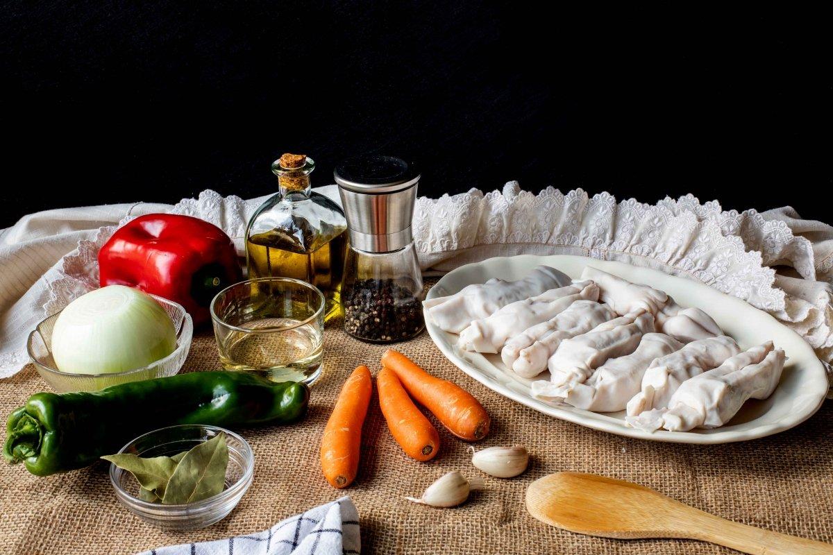 Ingredientes para hacer las manitas de cordero en salsa