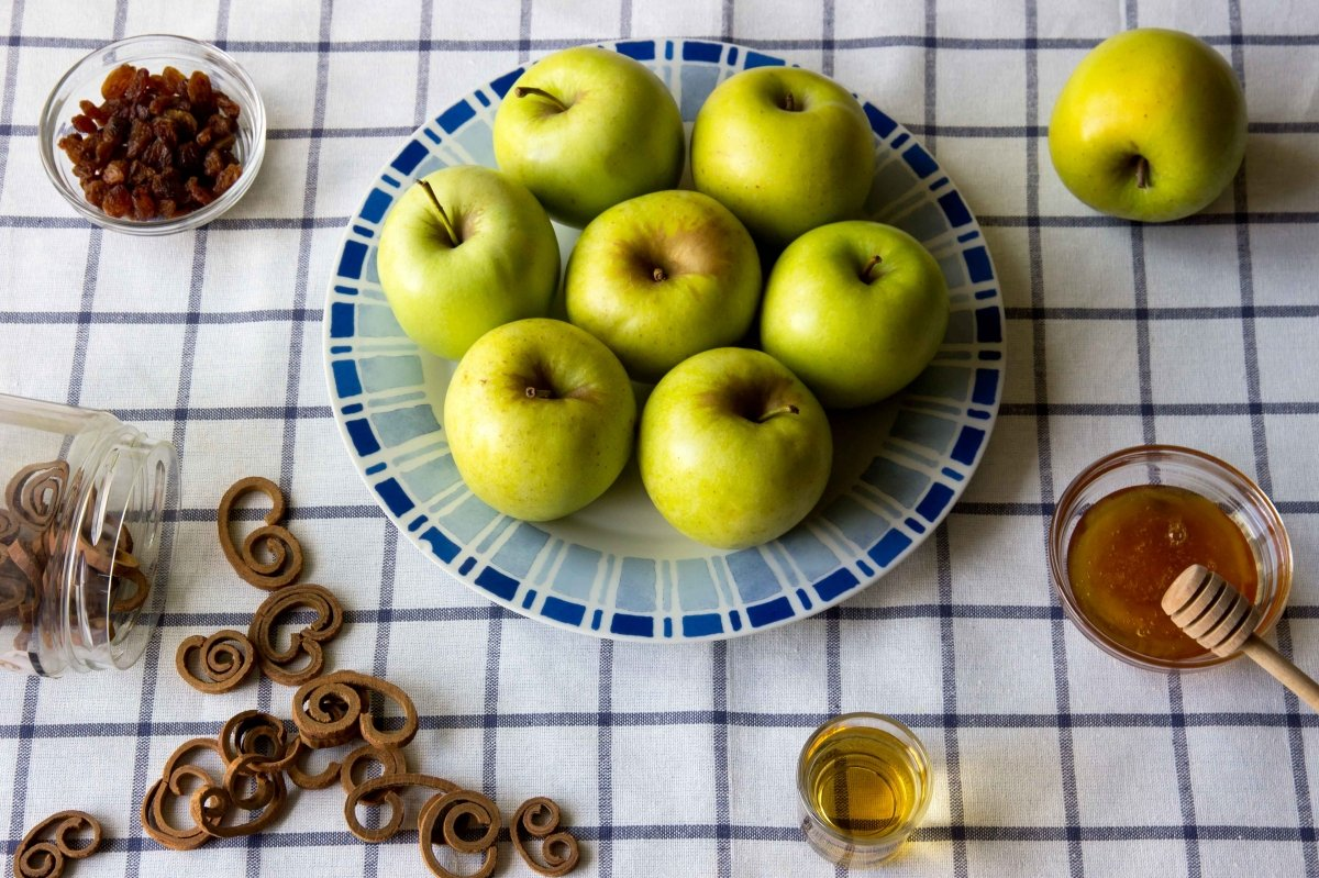 Ingredientes para hacer las manzanas asadas al horno con canela