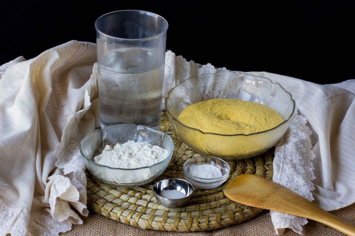 Ingredientes para hacer los tortos de maíz