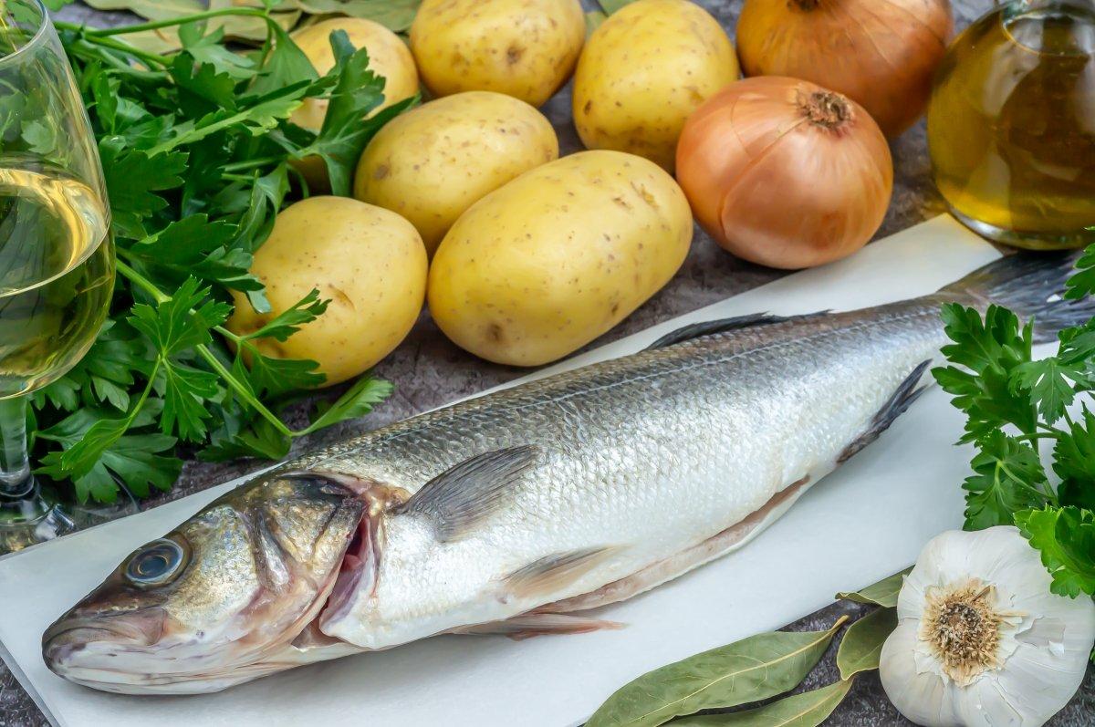 Ingredientes para hacer lubina al horno con patatas