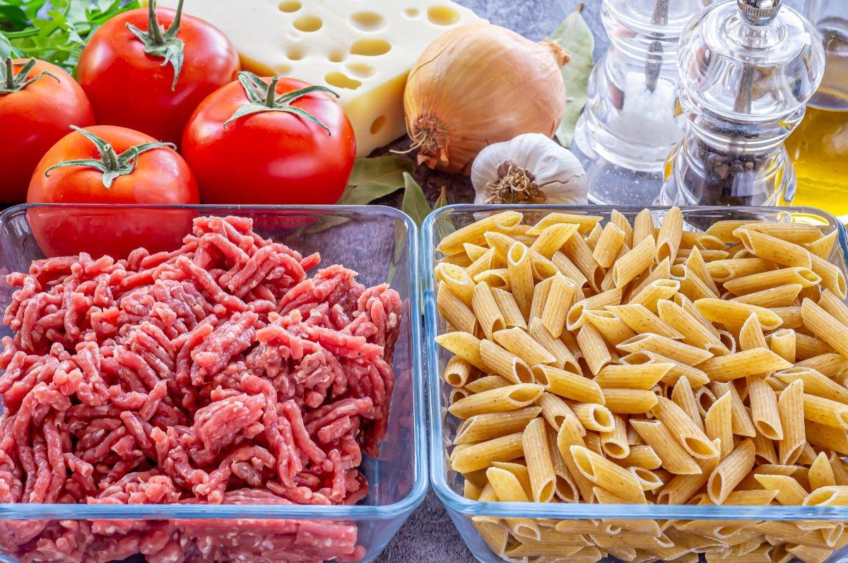 Ingredientes para hacer macarrones al horno con carne picada